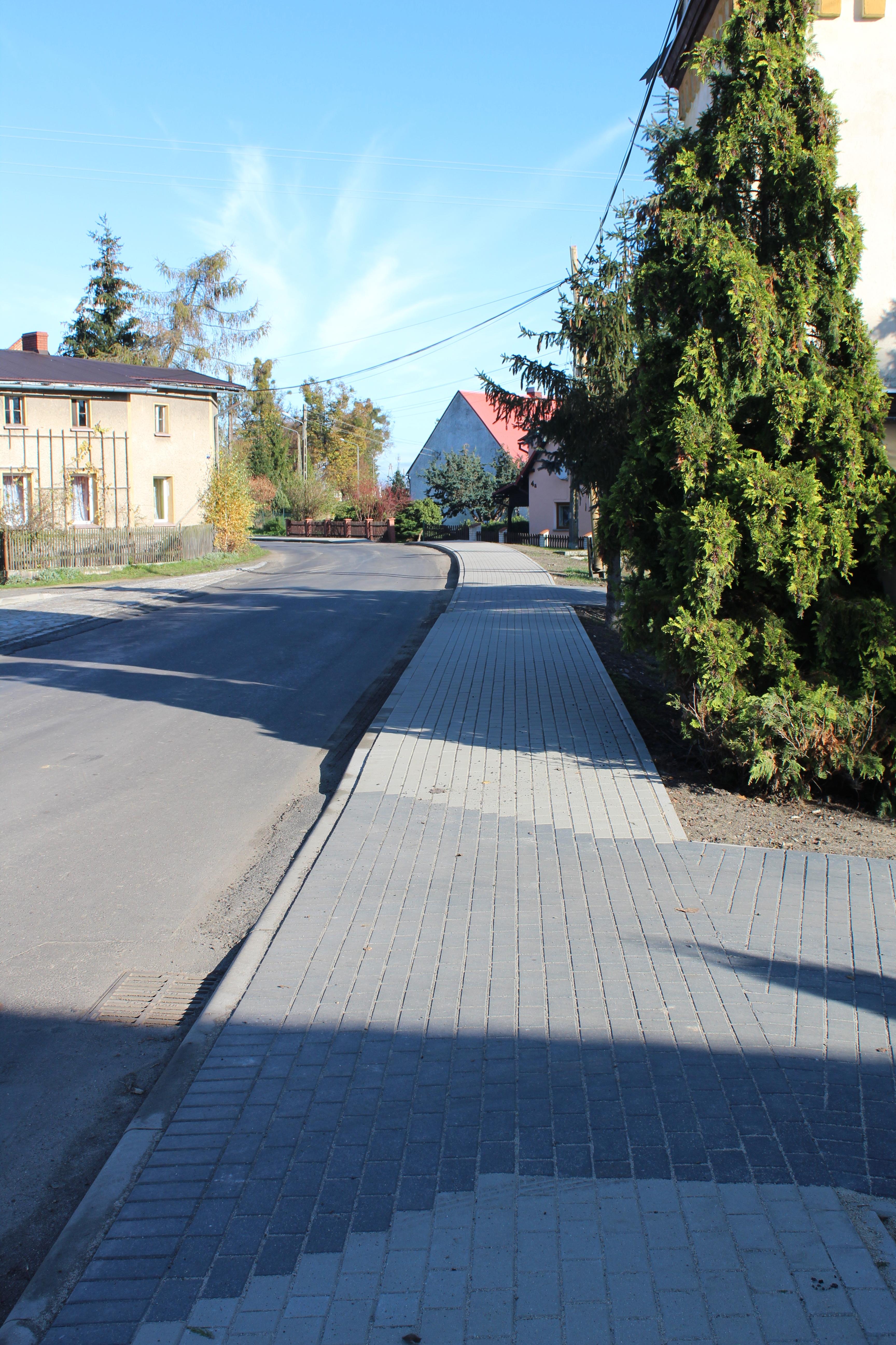 Przebudowa chodnika w miejscowo[ci Rczka w Gminie Korfantów