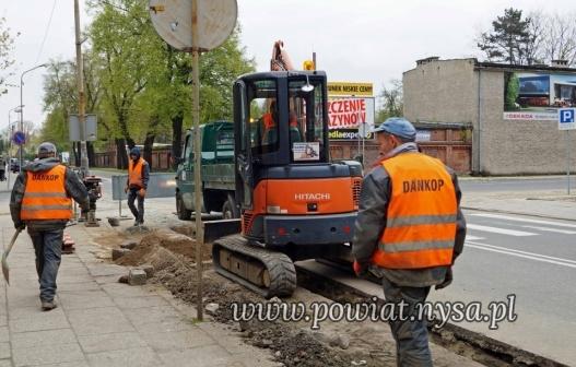 INa ul. Piastowskiej ruszyły roboty ziemne