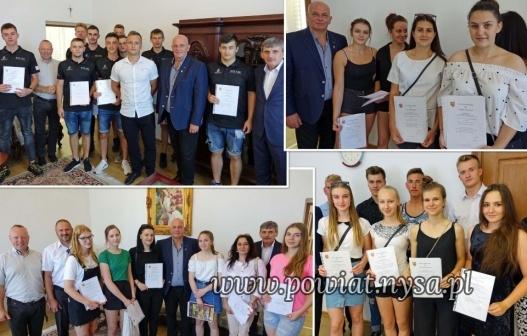 IZarząd Powiatu nagrodził uczniów za osiągnięcia sportowe!