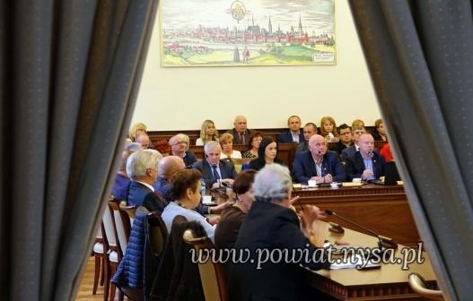IXI sesja Rady Powiatu 30.10.2019 - oświata, naczyniówka i odwołanie starosty