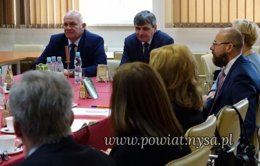 INarada z dyrektorami placówek oświatowych Powiatu Nyskiego