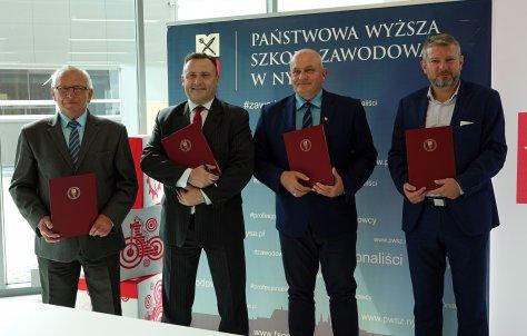 Podpisanie porozumienia pomidzy ZPHU Alsecco, PWSZ w Nysie oraz Powiatem Nyskim