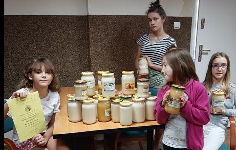 Miód dla dzieci z Placówek OpiekuDczo-Wychowawczych Powiatu Nyskiego