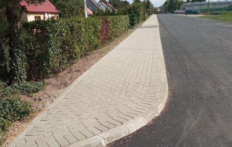 Budowa chodnika w Chró[cinie zakoDczona